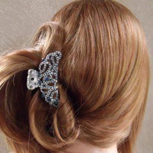 Une coiffure moderne avec les pinces à cheveux